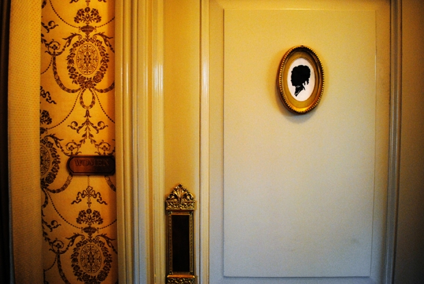 club-33-disneyland-bathroom-0667