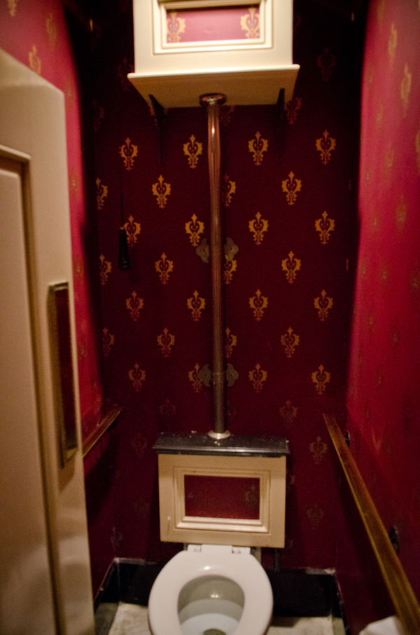 club-33-disneyland-bathroom-anthony-minh-tran-67