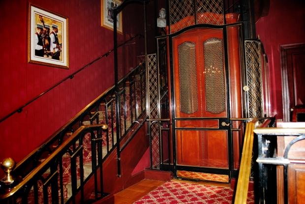 club-33-disneyland-entrance_0750