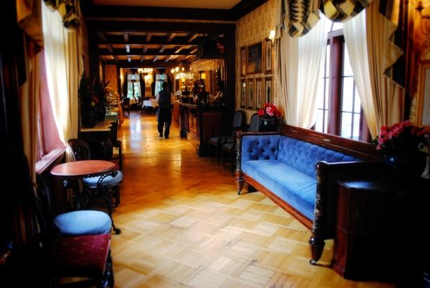 club-33-disneyland-foyer-0670