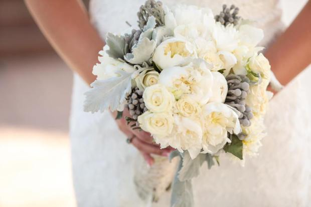 George Street Photo - Eagles Nest Clubhouse - Bridal Bouquet of White and Green
